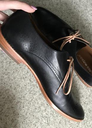 Кожаные лоферы туфли чёрные на коричневой подошве