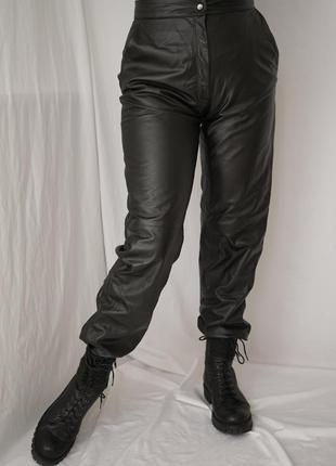 Шикарные винтажные  брюки из натуральной высококачественной кожи высокая посадка, мягкая кожа.италия