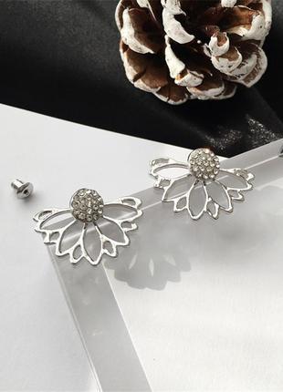 Серьги джекеты цветок с кристаллами серебристого цвета
