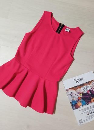 Блуза с баской малиновый цвет