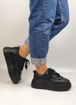 Кроссовки чёрные мех