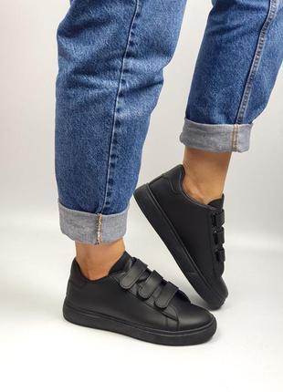 Кроссовки чёрные на липучках