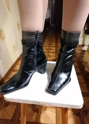 🛍️практически новые лаковые ботинки 4seasons