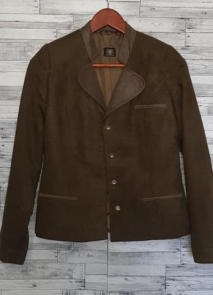 Стильный зеленый пиджак жакет
