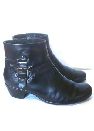 Кожаные демисезонные ботинки ботильоны от бренда clarks, р.42 код b4219