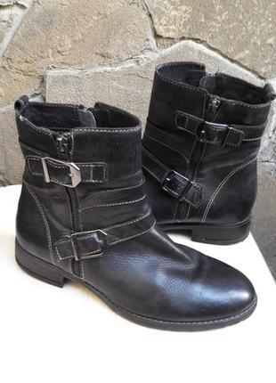 Ботинки продам.много обуви!!!