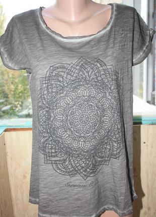 Стильная футболка с принтом мандала