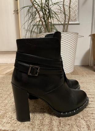 Ботинки, черевики на каблуку, ботильйони