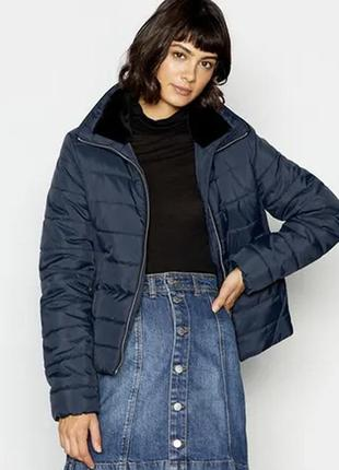 Демисезонная куртка с меховым воротником