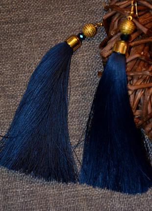 Нарядные, очень красивые серьги-кисточки насыщенного синего цвета ручной работы.
