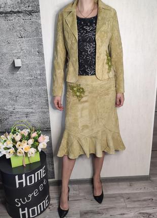 Костюм женский оливковый юбка и пиджак(2021)