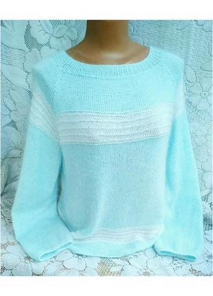 Нежно - голубой свитерок