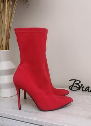 Шикарные красные ботильены ботинки чулки