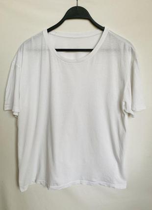 Белая бесшовная футболка в стиле h&m
