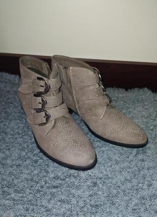 Ботинки new look челси бежевые