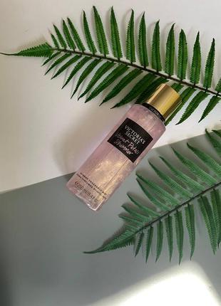 Парфюмированный спрей для тела victoria's secret velvet petals shimmer fragrance mist