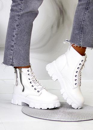 Стильные ботинки деми белые