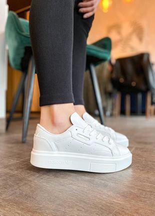 Женские кожаные кроссовки адидас