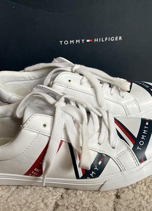 Tommy hilfiger женские кроссовки