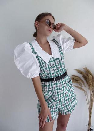 Стильные твидовые комбезы  с имитацией белой  рубашки из хлопка ,пышный рукав зеленый. белый