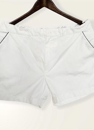 Белые короткие шорты lacoste