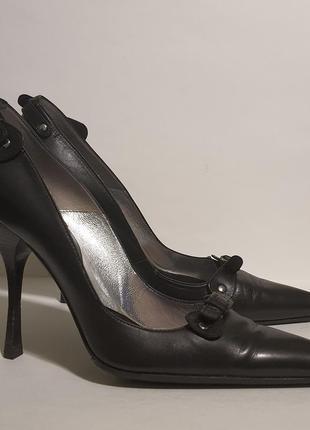 Женские кожаные туфли на шпильке с узким носком cesare paciotti 39,5 eu italy состояние новых