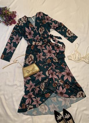 Гарна квіткова сукня на запах