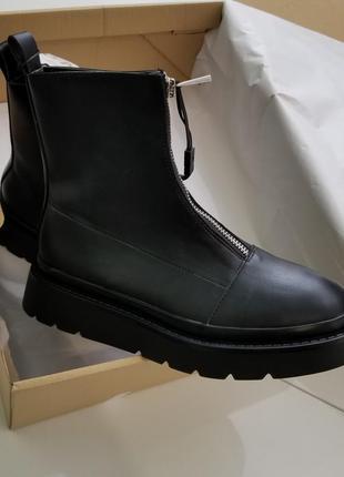 Ботинки на молнии спереди zara