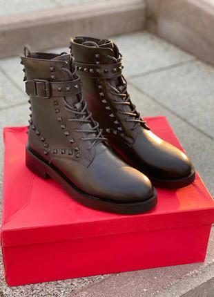 Ботинки чёрные бренд шипы