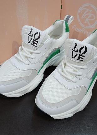 Белые кроссовки, новые