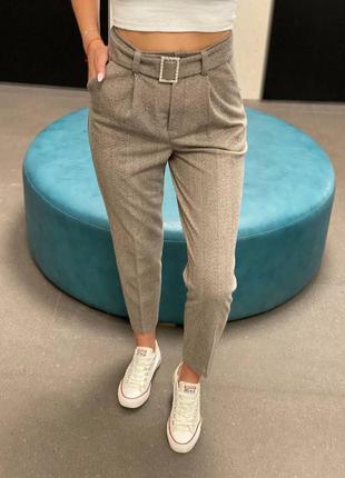 Классические брюки. бежевые серые с поясом