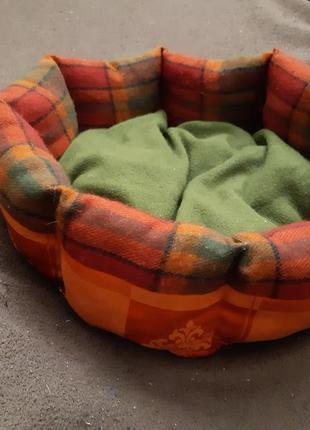 Двухсторонняя лежанка лежак для кошек и собак размер 40×40 см