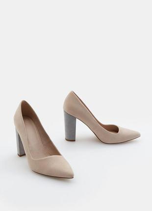 В наличии туфли лодочки с оригинальным каблуком