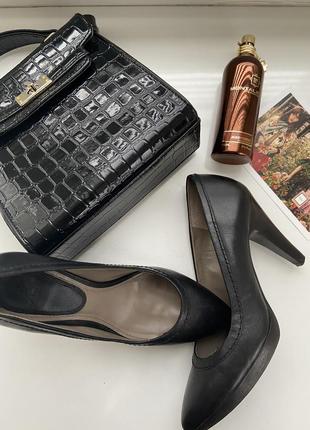 Туфли кожаные на среднем каблуке