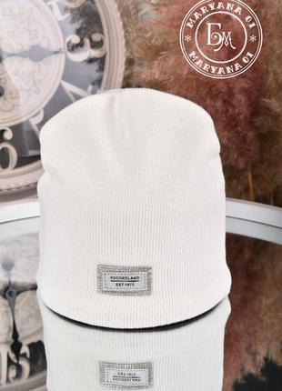 Стильная шапка бини / белая