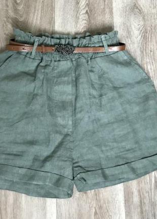 Льняные шорты с карманами свободного кроя