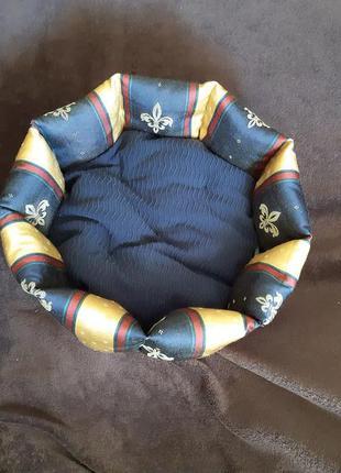 Лежанка лежак спальное место для кошек и собак размер 40×40