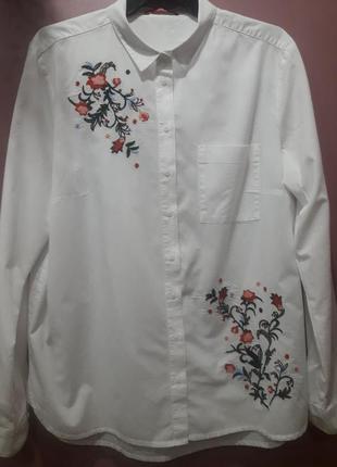 Рубашка белого цвета с вышивкой