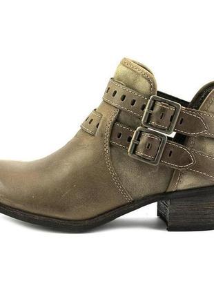 1+1=3 очень удобные кожаные ботинки на меху 26.5