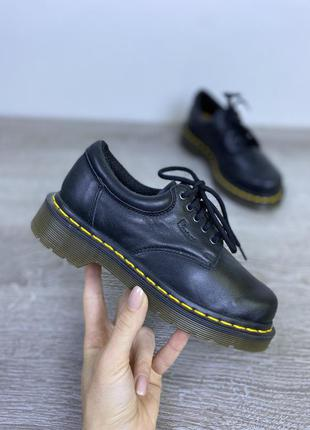 Популярные английские туфли dr. martens