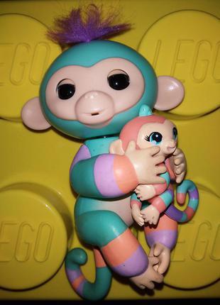 Интерактивная обезьянка двухцветная с малышом fingerlings