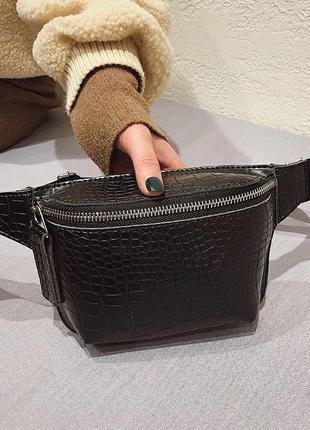 Черная компактная сумочка кроссбоди