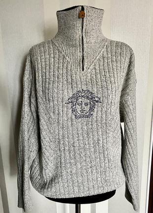 Шикарный серый свитер с молнией на горле versace 80% шерсть