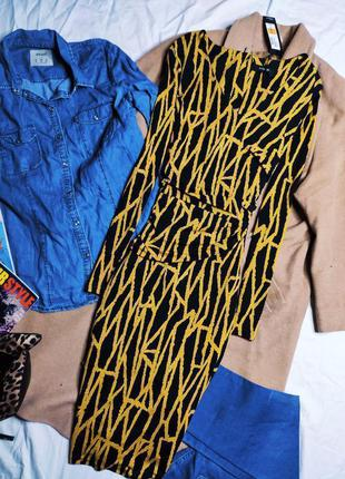 Autograph платье чёрное карандаш футляр по фигуре в бежевый принт с баской новое миди