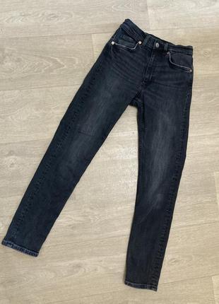 🍀чёрные джинсы скины monki, маленький размер