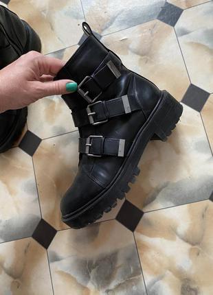 Ботинки stradivarius 37 р