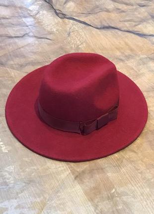 Элегантная фетровая шляпа с полями и лентой. новая. украина