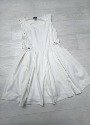 Массивное платье h&m белое расклешённое плотной ткани