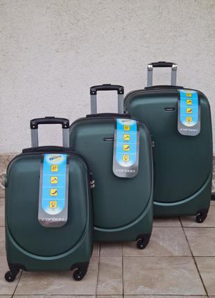 Надёжный прочный ударостойкий чемодан carbon