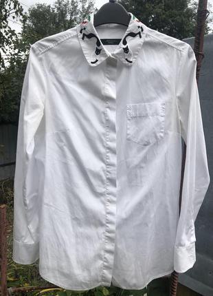 Белая хлопковая блуза с красивым вышитым воротником max mara